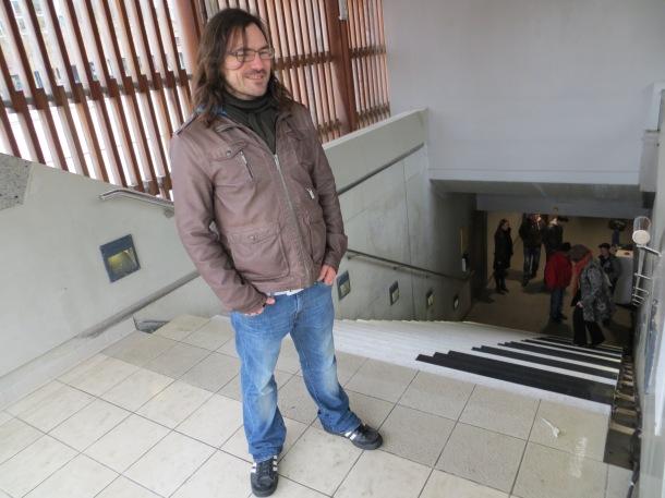 Gaëtan, vice-président de l'association La Sophiste qui a réalisé Tranches de Vie, est aussi stagiaire au Jardin Numérique. Vous avez sûrement du le croiser, au Piano Stairs, métro Charles de Gaulle (l'Embusc@de).